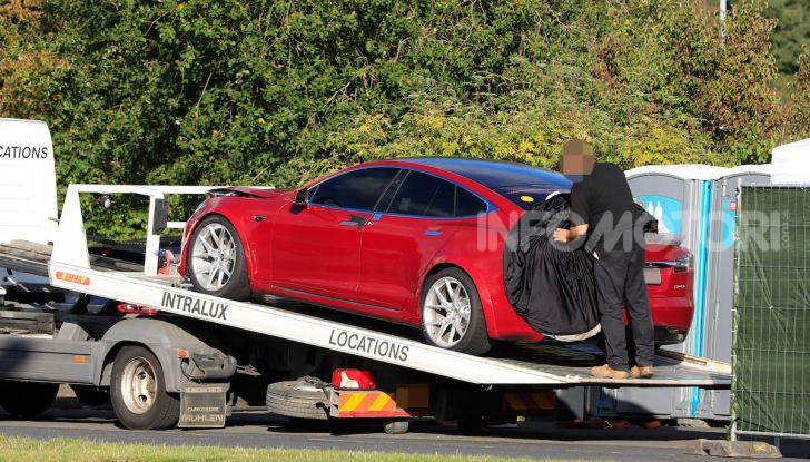Tesla Model S al Nurburgring per battere il record della Porsche Taycan - Foto 13 di 35