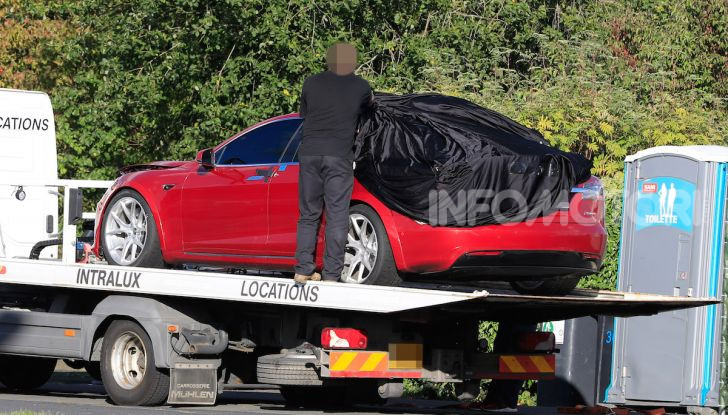 Tesla Model S al Nurburgring per battere il record della Porsche Taycan - Foto 30 di 35