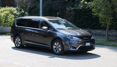 [VIDEO] Prova Chrysler Pacifica Ibrida Plug-In: born in the USA!