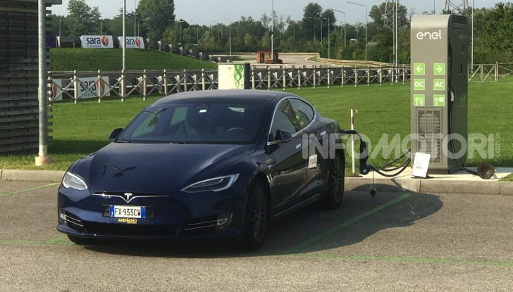 [VIDEO] Tesla Model S vs Tesla Model 3: quale comprare? - Foto 12 di 14