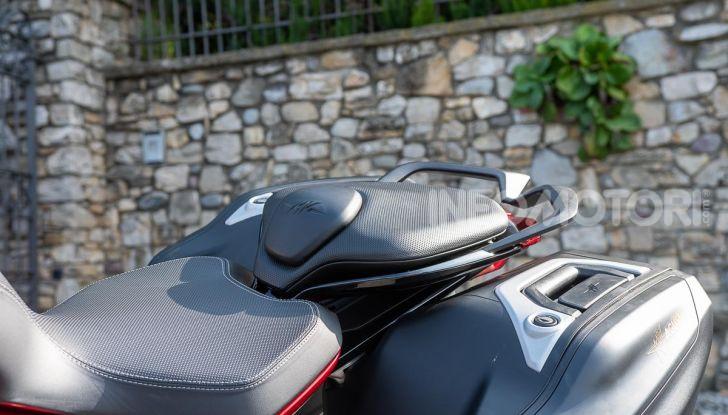 MV Agusta Turismo Veloce Lusso SCS, affilata come una Brutale, comoda come uno scooter - Foto 19 di 58
