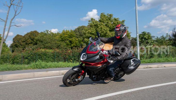 MV Agusta Turismo Veloce Lusso SCS, affilata come una Brutale, comoda come uno scooter - Foto 46 di 58