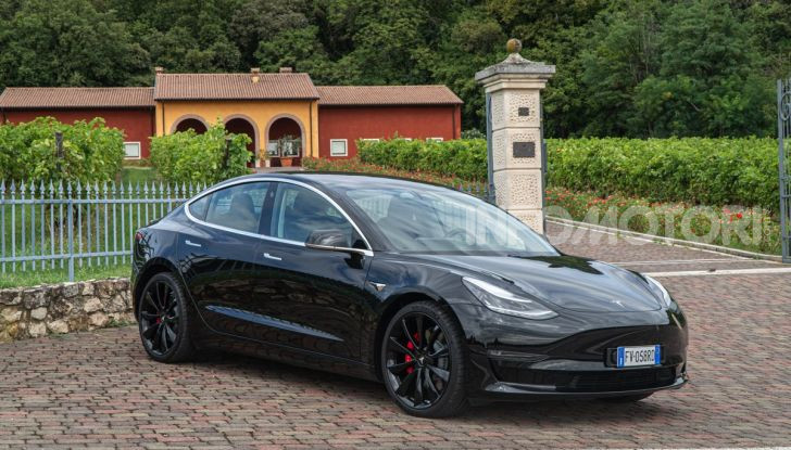 [VIDEO] Tesla Model S vs Tesla Model 3: quale comprare? - Foto 4 di 14