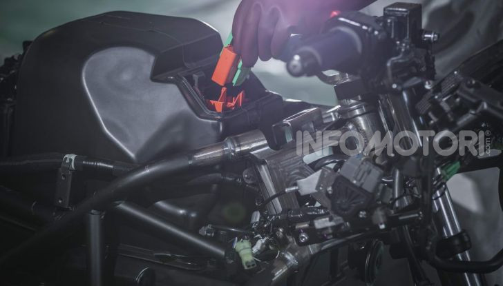 Kawasaki accelera verso la produzione della prima moto elettrica - Foto 3 di 11