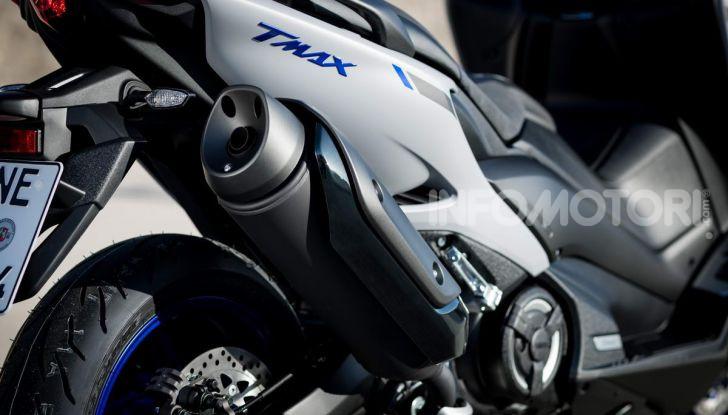 Video prova in anteprima Yamaha TMAX 560 2020, è maggiorenne ma continua a crescere - Foto 10 di 83