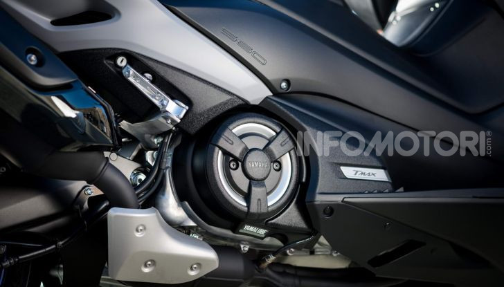Video prova in anteprima Yamaha TMAX 560 2020, è maggiorenne ma continua a crescere - Foto 11 di 83