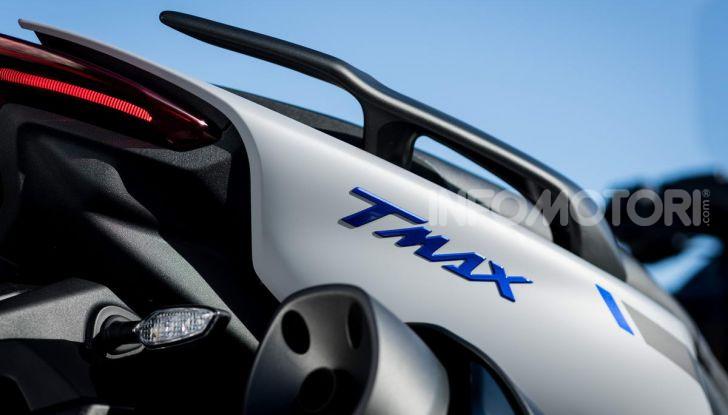Video prova in anteprima Yamaha TMAX 560 2020, è maggiorenne ma continua a crescere - Foto 14 di 83