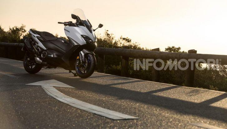 Video prova in anteprima Yamaha TMAX 560 2020, è maggiorenne ma continua a crescere - Foto 18 di 83