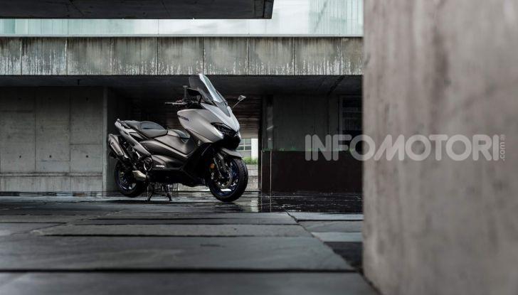 Video prova in anteprima Yamaha TMAX 560 2020, è maggiorenne ma continua a crescere - Foto 19 di 83