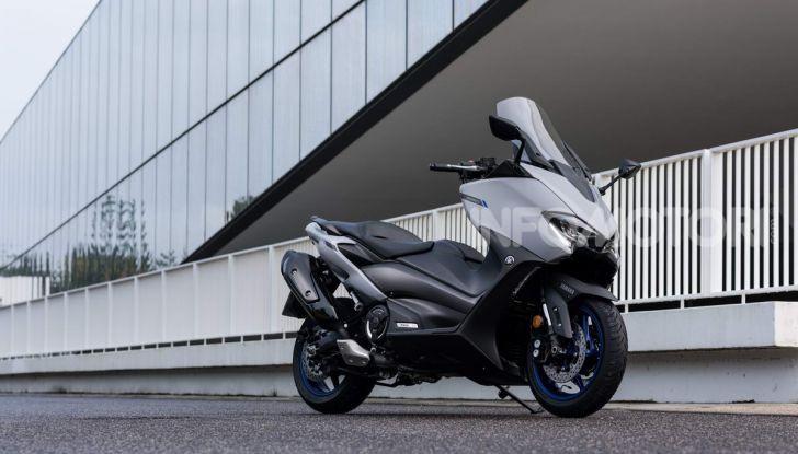 Video prova in anteprima Yamaha TMAX 560 2020, è maggiorenne ma continua a crescere - Foto 20 di 83