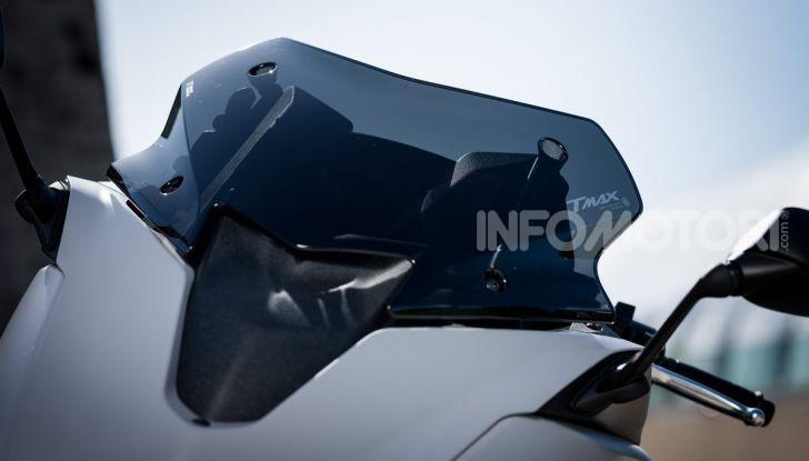 Video prova in anteprima Yamaha TMAX 560 2020, è maggiorenne ma continua a crescere - Foto 24 di 83