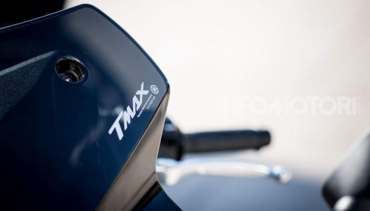 Video prova in anteprima Yamaha TMAX 560 2020, è maggiorenne ma continua a crescere - Foto 25 di 83