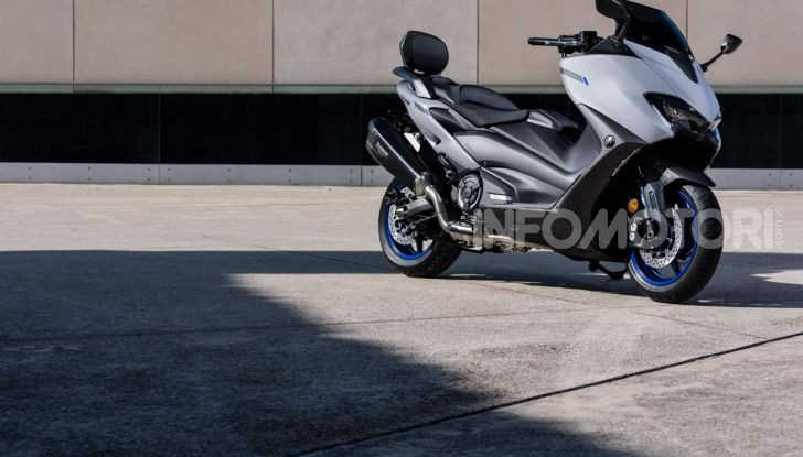 Video prova in anteprima Yamaha TMAX 560 2020, è maggiorenne ma continua a crescere - Foto 33 di 83
