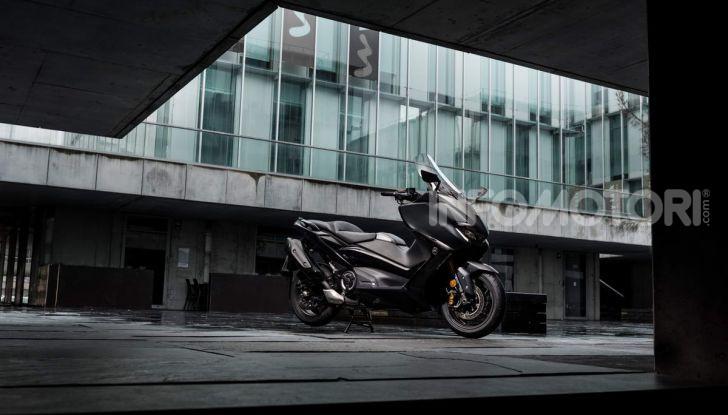 Video prova in anteprima Yamaha TMAX 560 2020, è maggiorenne ma continua a crescere - Foto 36 di 83