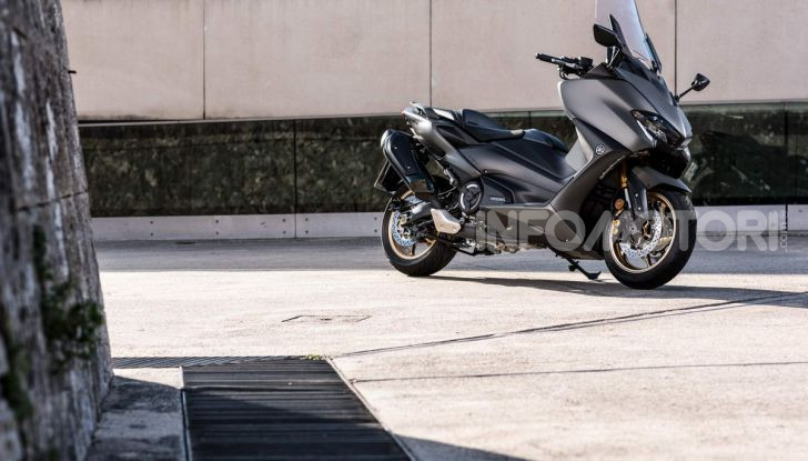Video prova in anteprima Yamaha TMAX 560 2020, è maggiorenne ma continua a crescere - Foto 50 di 83