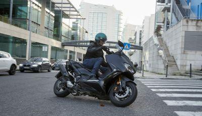 Video prova in anteprima Yamaha TMAX 560 2020, è maggiorenne ma continua a crescere