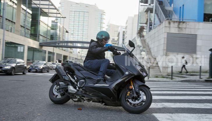Video prova in anteprima Yamaha TMAX 560 2020, è maggiorenne ma continua a crescere - Foto 57 di 83