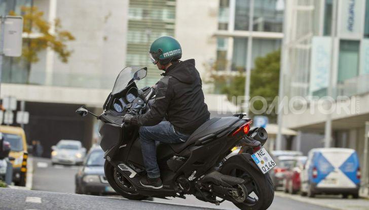 Video prova in anteprima Yamaha TMAX 560 2020, è maggiorenne ma continua a crescere - Foto 61 di 83