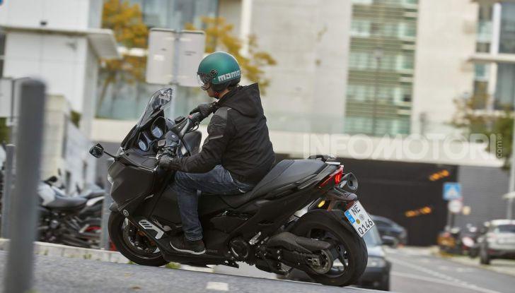 Video prova in anteprima Yamaha TMAX 560 2020, è maggiorenne ma continua a crescere - Foto 63 di 83