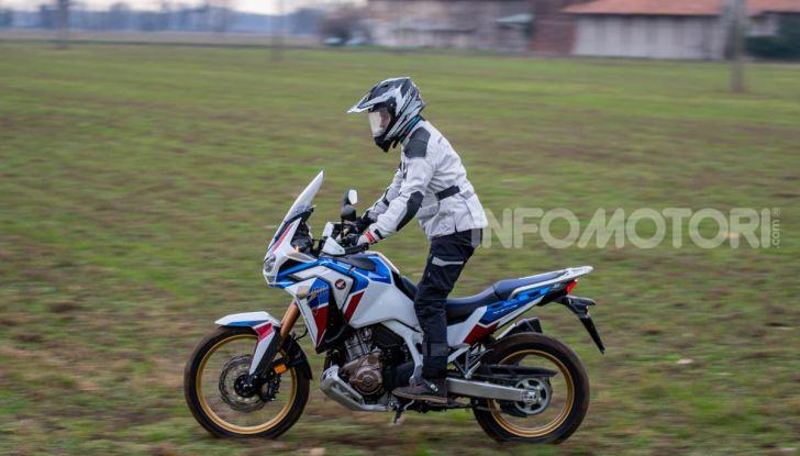 Prova Honda Africa Twin 1100 DCT Adventure Sports 2020: caratteristiche e prezzo - Foto 17 di 63