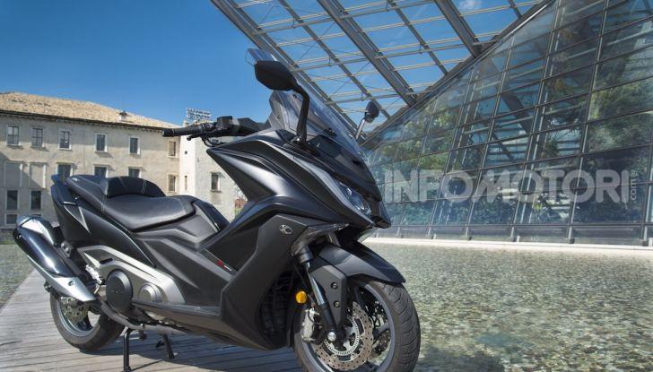 Kymco AK 550 ABS MY 2020: il maxi scooter ancora più potente e tecnologico - Foto 4 di 11
