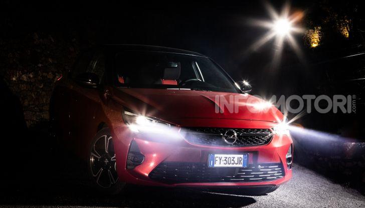 Nuova Opel Corsa, provati su strada i nuovi fari IntelliLux LED matrix - Foto 1 di 9