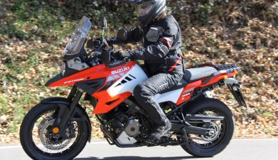 Test Ride Suzuki V-Strom 1050XT: la crossover che ama l'asfalto e non disdegna l'off-road