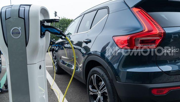 Volvo XC40 Recharge T5 Plug-in Hybrid: motori e prezzi - Foto 12 di 21