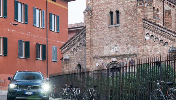Volvo XC40 Recharge T5 Plug-in Hybrid: motori e prezzi - Foto 19 di 21