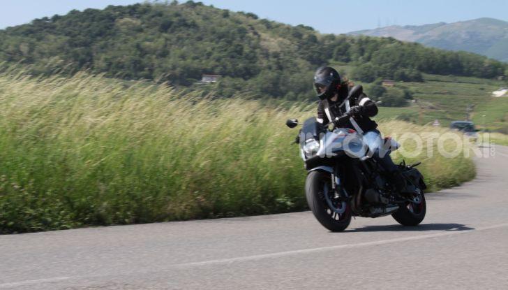 Test ride Suzuki Katana Jindachi: la naked che unisce potenza ed eleganza - Foto 19 di 40