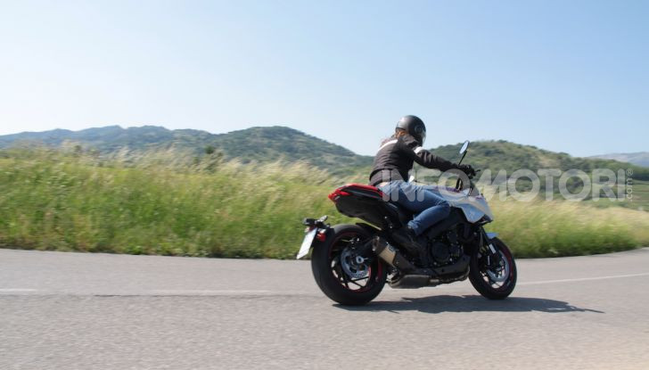 Test ride Suzuki Katana Jindachi: la naked che unisce potenza ed eleganza - Foto 23 di 40