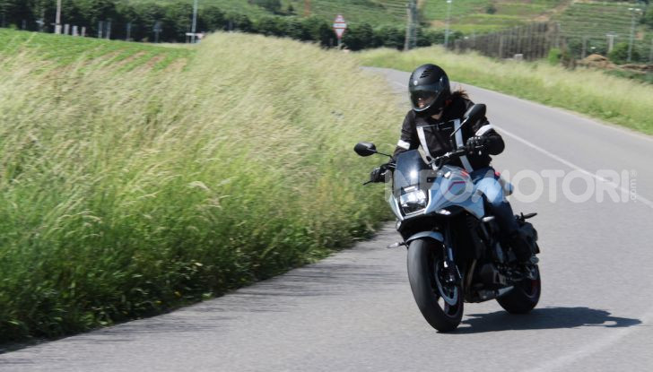 Test ride Suzuki Katana Jindachi: la naked che unisce potenza ed eleganza - Foto 25 di 40
