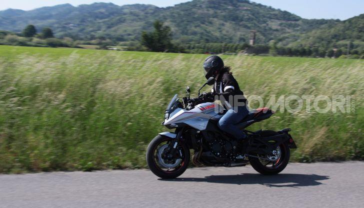 Test ride Suzuki Katana Jindachi: la naked che unisce potenza ed eleganza - Foto 27 di 40