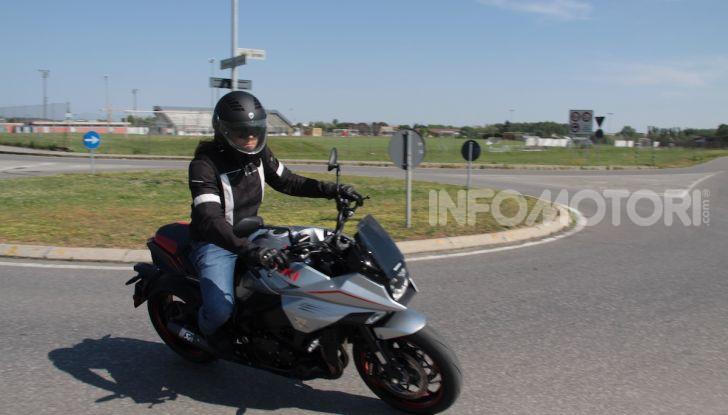 Test ride Suzuki Katana Jindachi: la naked che unisce potenza ed eleganza - Foto 32 di 40