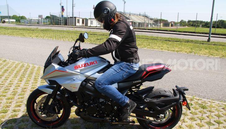 Test ride Suzuki Katana Jindachi: la naked che unisce potenza ed eleganza - Foto 9 di 40