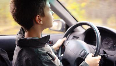 """Stati Uniti, bimbo di 5 anni alla guida di un'auto: """"Volevo una Lamborghini"""""""