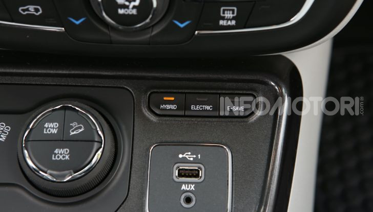 [VIDEO] Jeep: Renegade e Compass 4xe ridefiniscono gli standard delle auto ibride plug-in - Foto 15 di 34