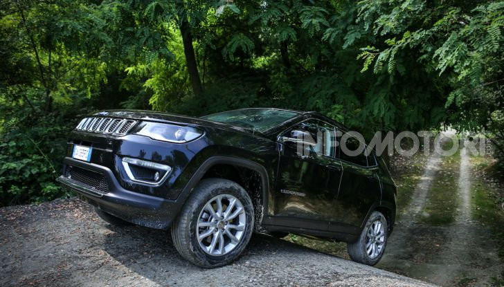 [VIDEO] Jeep: Renegade e Compass 4xe ridefiniscono gli standard delle auto ibride plug-in - Foto 12 di 34