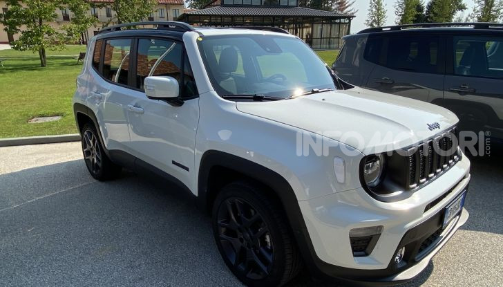 [VIDEO] Jeep: Renegade e Compass 4xe ridefiniscono gli standard delle auto ibride plug-in - Foto 26 di 34