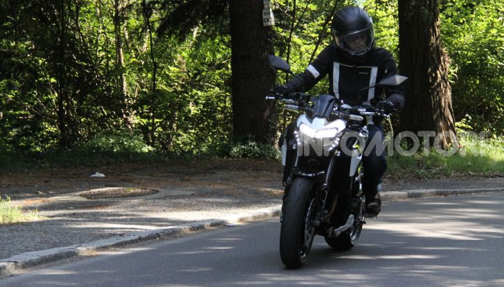 Prova Kawasaki Z900: 125 CV di puro godimento - Foto 10 di 31
