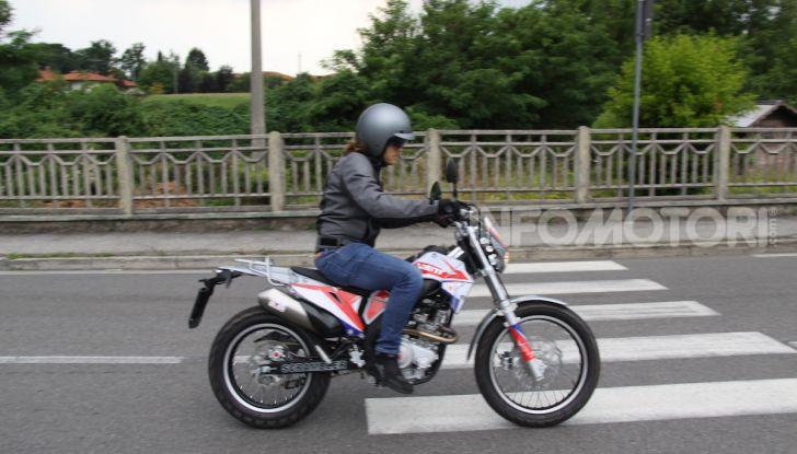 Prova Vent Scrambler 125: la piccola offroad adatta anche nel traffico - Foto 24 di 32