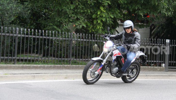 Prova Vent Scrambler 125: la piccola offroad adatta anche nel traffico - Foto 29 di 32