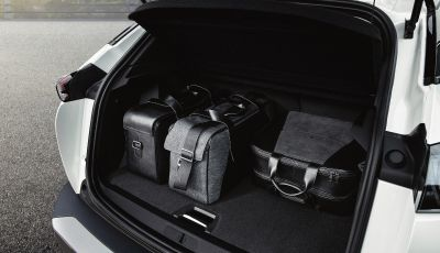 Peugeot: da benzina ad elettrico, lo spazio a bordo non cambia!