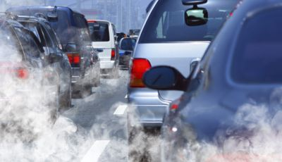 L'Europa chiede lo stop ad auto e moto a benzina nel 2035