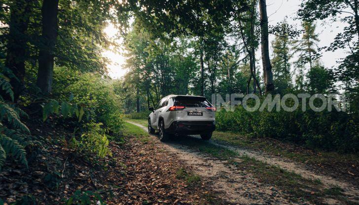 [VIDEO] Suzuki ACross: il SUV ibrido che si sente una sportiva - Foto 14 di 44