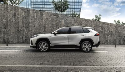 [VIDEO] Suzuki ACross: il SUV ibrido che si sente una sportiva