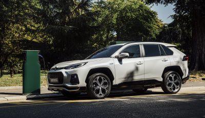 Suzuki Across: l'elettrificazione alla spina parte da 58.900 Euro