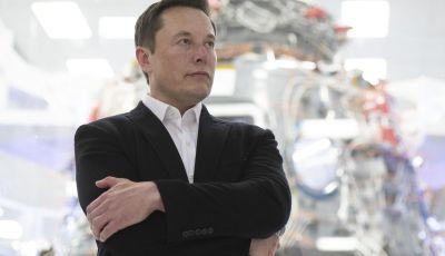 Tesla: il sale nuova frontiera per abbattere i costi delle auto elettriche