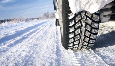 Cambio gomme: dal 15 novembre scatta l'obbligo degli pneumatici invernali