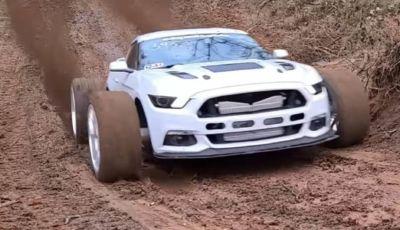 Ford MUDstang contro Ford Mustang: chi vince la scalata del fango?